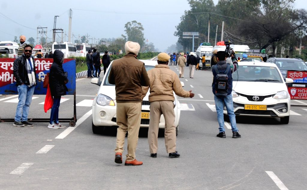 Chandigarh, March 27 (IANS) Punjab Police on Friday scaled up its relief operations across the state through the distribution of nearly 1.9 lakh food packets and set up medical camps in various districts, while facilitating the movement of about 3000