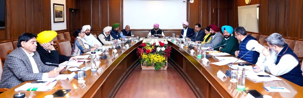 Chandigarh: Punjab Chief Minister Amarinder Singh chairs a cabinet meeting at Punjab Bhawan in Chandigarh, on Dec 4, 2019. (Photo: IANS) - Amarinder Singh