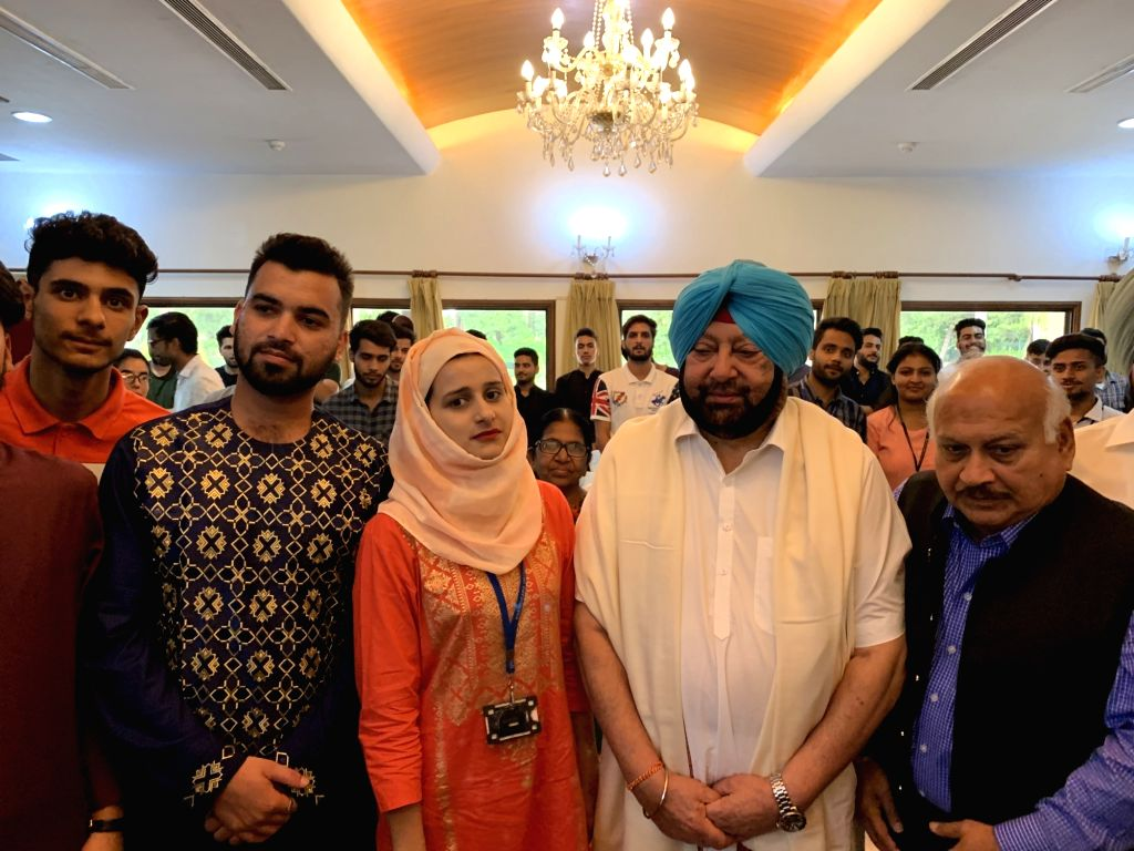 Chandigarh: Punjab Chief Minister Captain Amarinder Singh meets Kashmiri students in Punjab during luncheon hosted by him on the occassion Eid-ul-Adha at Punjab Bhavan in Chandigarh on Aug 12, 2019. (Photo: IANS) - Captain Amarinder Singh