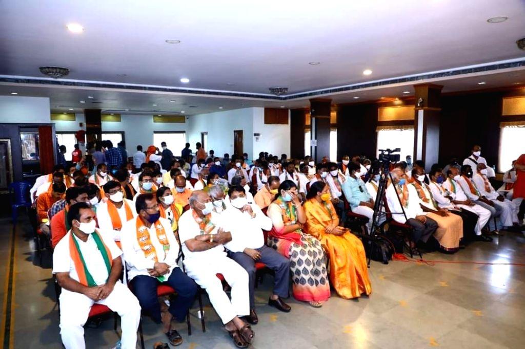 Chandrababu Naidu a non-resident leader: AP BJP chief - Chandrababu Naidu