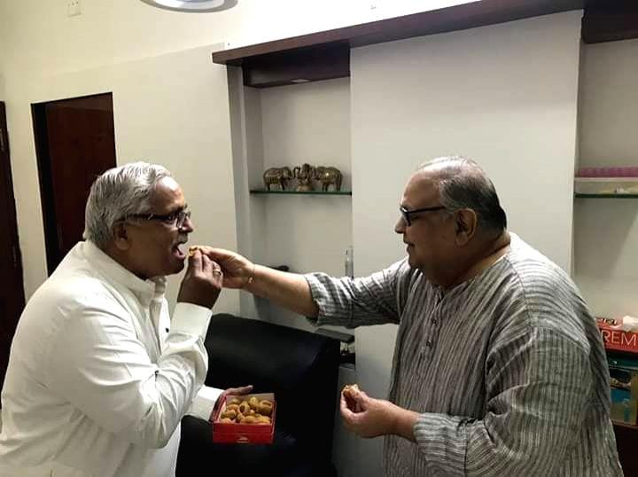 Chandrakant Sompura with RSS's Bhaiyaji Joshi - Bhaiyaji Joshi