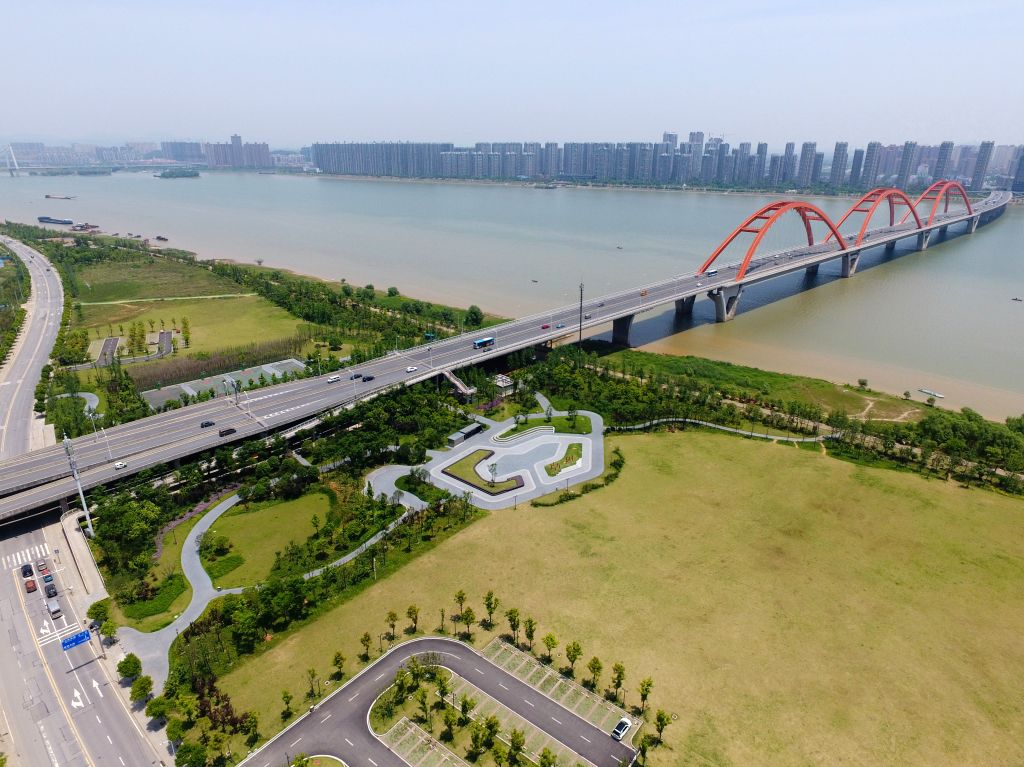 CHANGSHA, May 10, 2017 - Photo taken on May 10, 2017 shows the green belt near the Fuyuanlu bridge in Changsha, capital of central China's Hunan Province. The city plans to build 600 new parks from ...