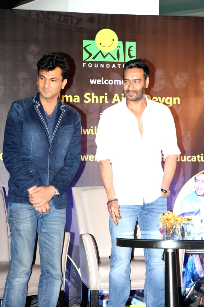 """Chef Vikas Khanna and actor Ajay Devgn during the press conference of Smile Foundation to announce new campaign, """"She Can Fly"""", in Mumbai, on Sep 28, 2016. Ajay Devgn who has been ... - Ajay Devgn and Vikas Khanna"""