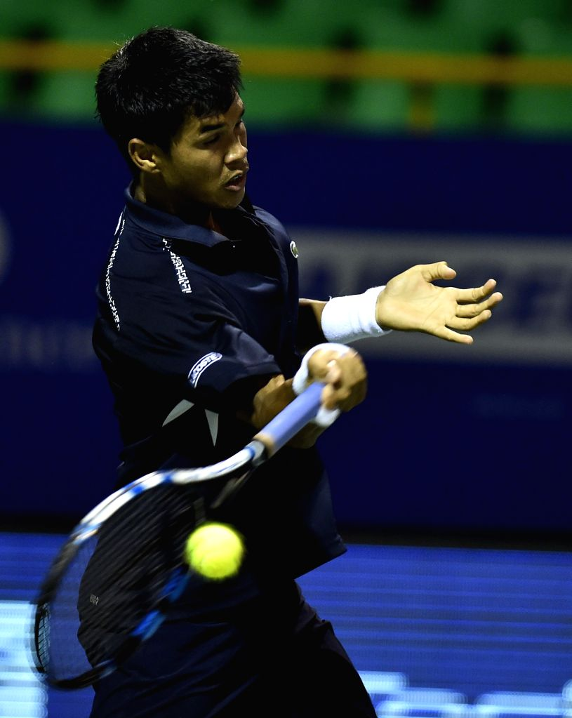 India's Somdev Devvarman in action against Taiwanese tennis player Lu Yen-hsun during the first round match of ATP Chennai Open 2015 in Chennai on Jan 6, 2015.