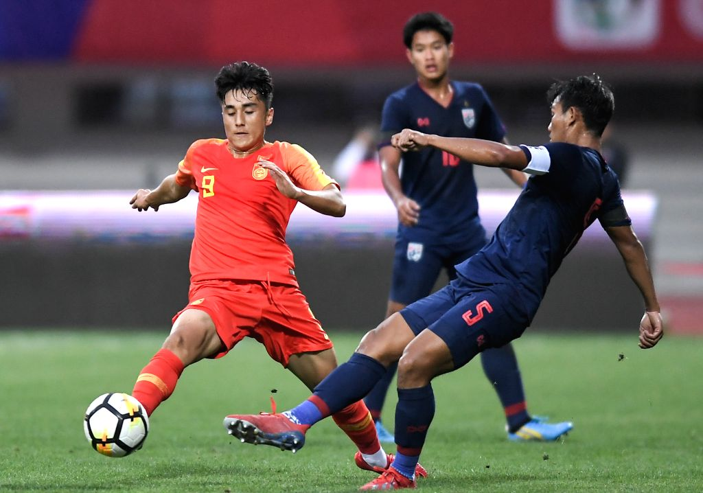 CHENGDU, May 27, 2019 - China's Apudurousuli Abudulamu (L) vies for the ball during the match between Thailand U18 national team and China U18 national team at Panda Cup International Youth Football ...