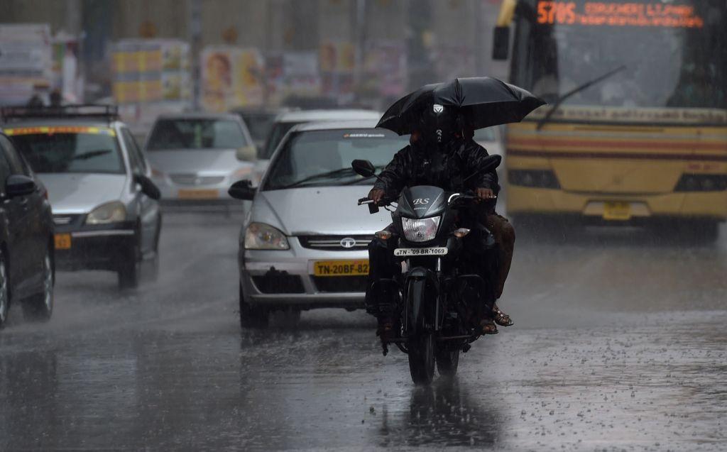 Heavy rains lash Chennai on April 15, 2015.