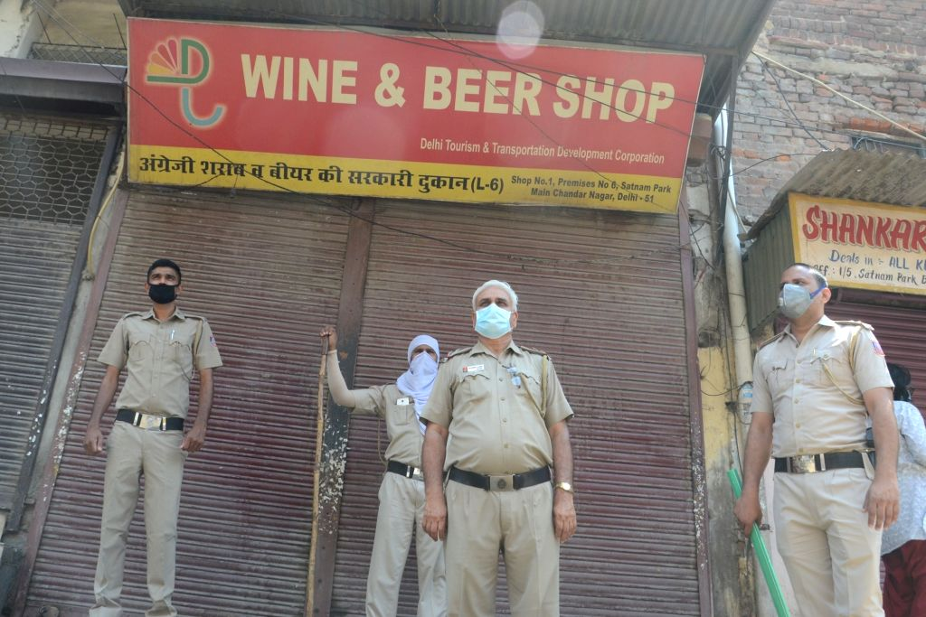 Chennai, May 6 (IANS) After a gap of over 40 days, liquor shops in Tamil Nadu - barring those in Chennai and those in confinement zones - are gearing up to open for business.