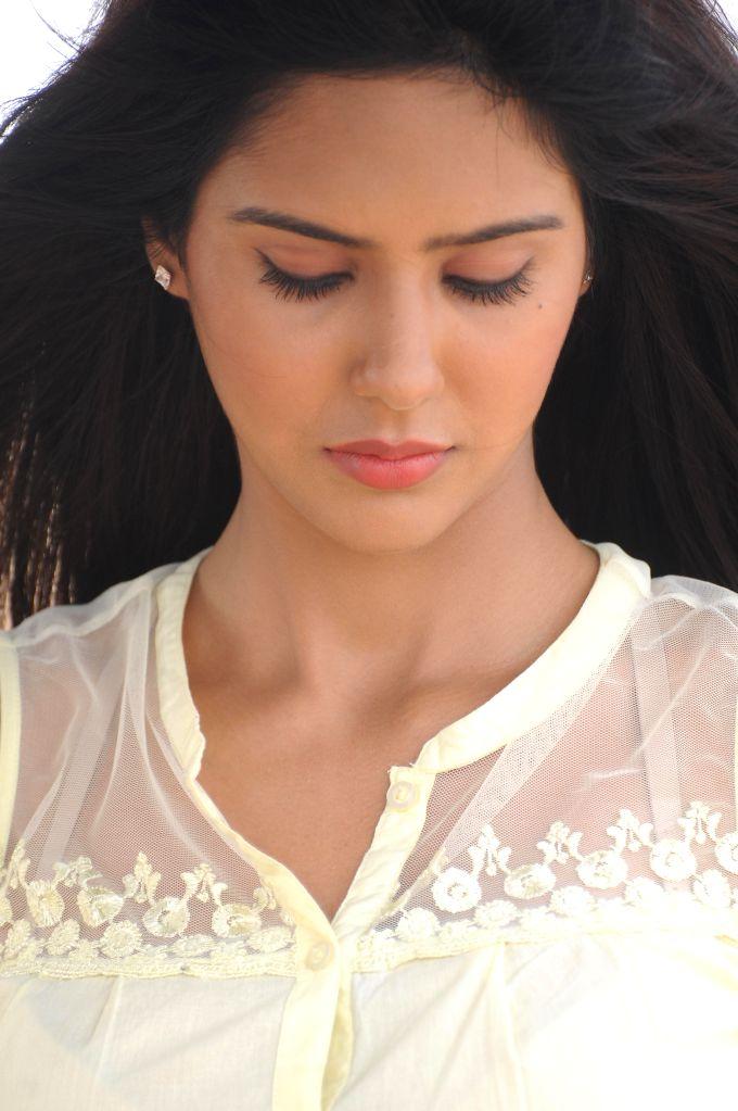 Sailing through Cloud nine - 'Kappal' Girl Sonam Bajwa.