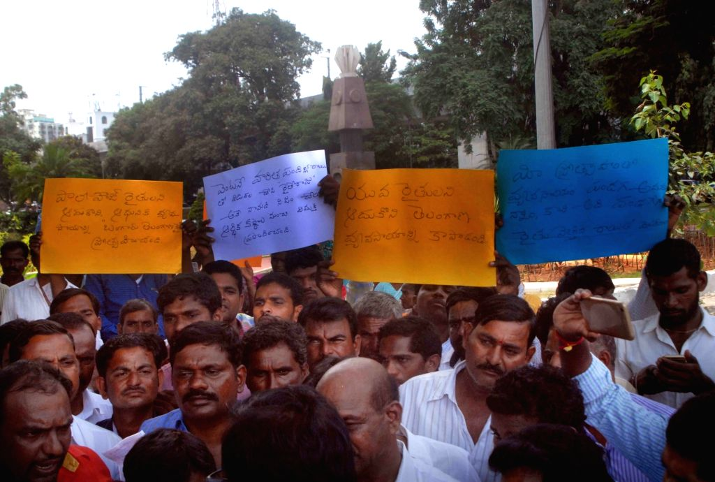 Chevedala farmers stage a protest against the state government at Telangana Martyrs Memorial in Hyderabad on Sept 13, 2017.