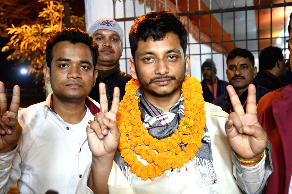 Chhatra JD-U's Mohit Prakash shows victory sign after winning the post of President in Patna University Students Union (PUSU) elections, on Dec 6, 2018.