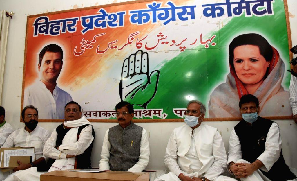 Chhattisgarh Chief Minister Bhupesh Baghel, Bihar Congress President Madan Mohan Jha and Working President Kaukab Qadri chair a meeting with the newly elected MLAs at Sadaqat Ashram in Patna, ... - Bhupesh Baghel