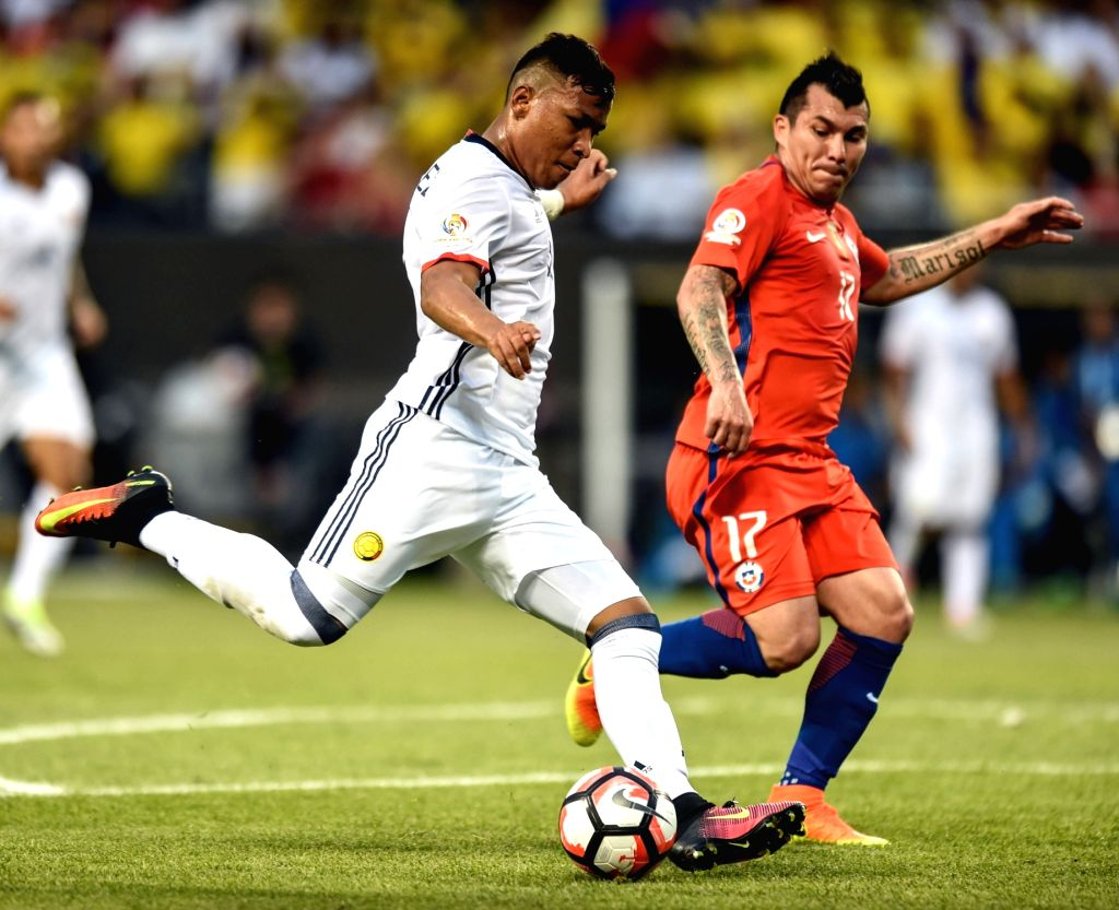 CHICAGO, June 23, 2016 - Colombia's Roger Martinez (L) competes during the Copa America Centenario semifinal football match against Chile in Chicago, Illinois, the United States, on June 22, 2016.