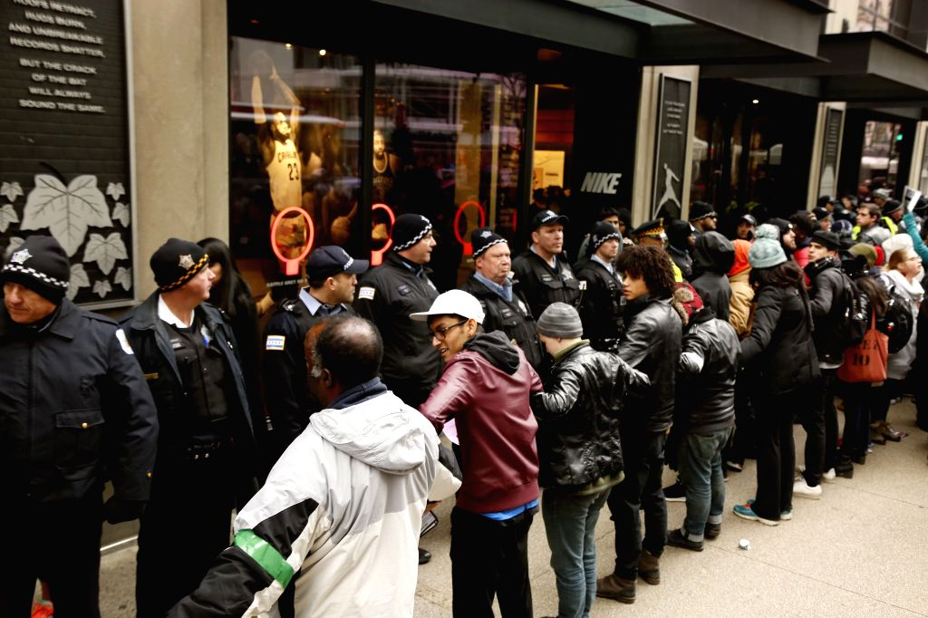 CHICAGO, Nov. 25, 2016 - Photo taken on Nov. 25, 2016 shows the protest scene in Chicago, the United States. More than a hundred people took to the streets in central Chicago on Friday for the second ...
