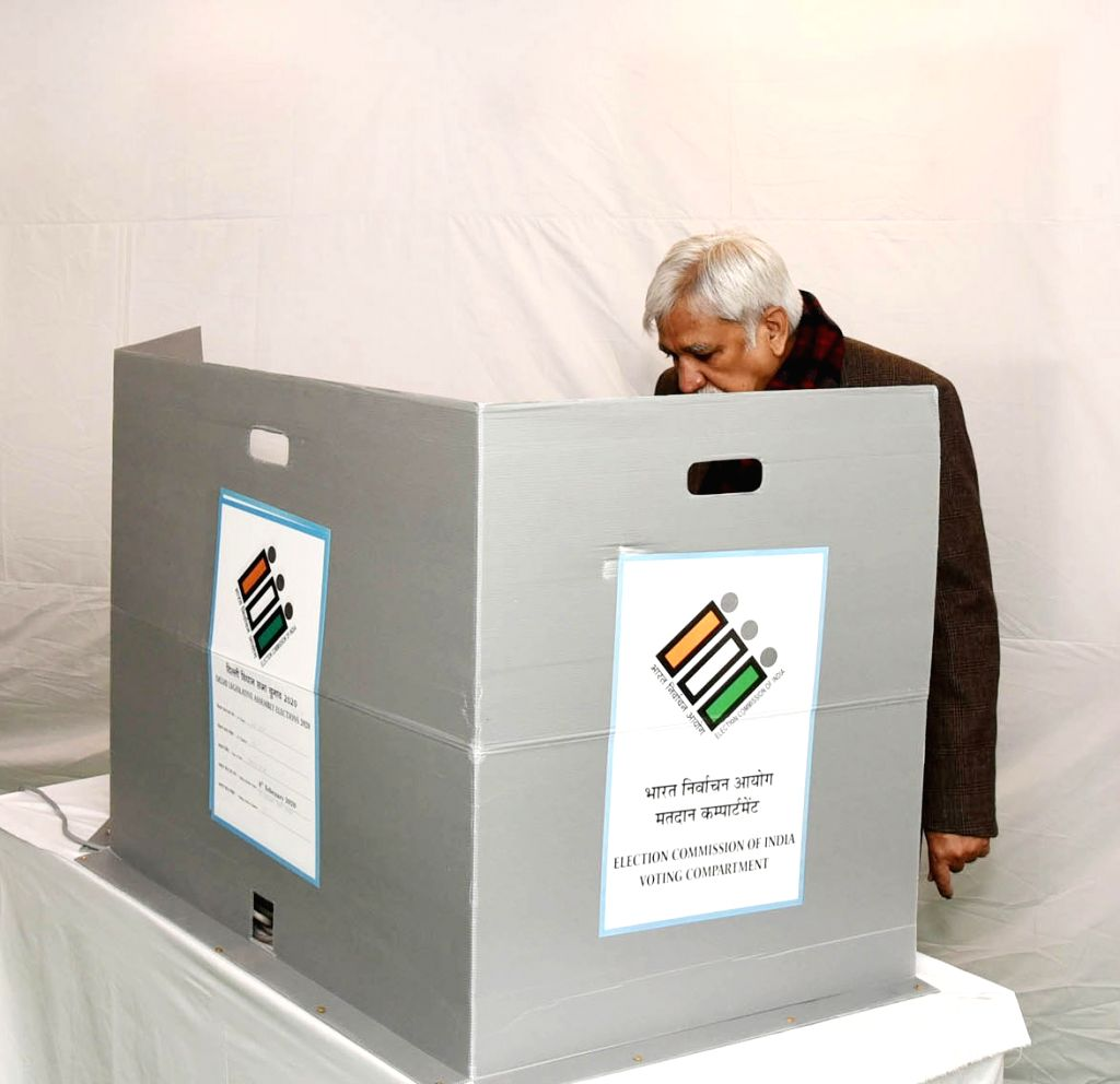 Chief Election Commissioner (CEC) Sunil Arora casts his vote for Delhi Assembly elections 2020, at a polling booth at Nirman Bhawan in New Delhi on Feb 8, 2020. - Sunil Arora