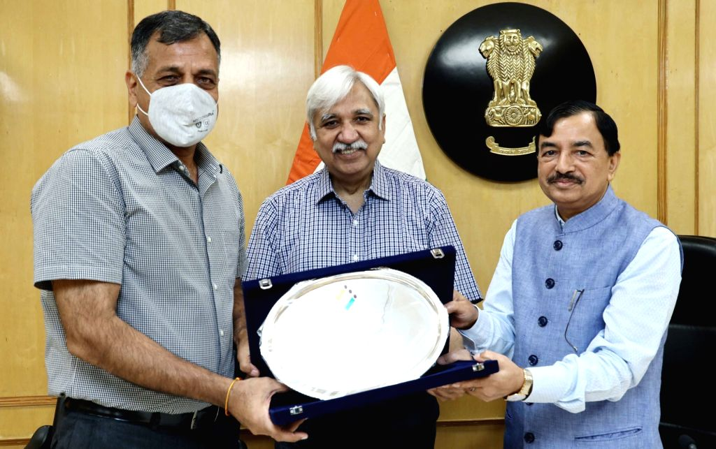 Chief Election Commissioner Sunil Arora and the Election Commissioner Sushil Chandra bid a warm farewell to the outgoing Election Commissioner Ashok Lavasa, who is moving on to take up the ...