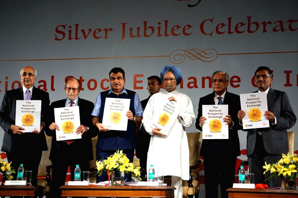 Chief Justice of India Deepak Mishra, Delhi Lieutenant Governor Anil Baijal, Union Transport Minister Nitin Gadkari, former Prime Minister Manmohan Singh, National Stock Exchange (NSE) ... - Nitin Gadkari, Deepak Mishra, Manmohan Singh and Rajiv Kumar