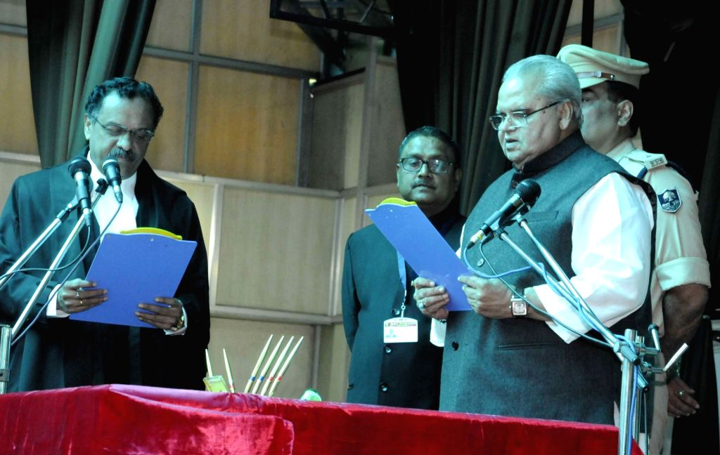 Chief Justice of Patna High Court Rajendra Menon administers oath of office to newly appointed Bihar Governor Satyapal Malik during a swearing-in ceremony at Raj Bhawan in Patna on Oct 4, 2017. - Malik