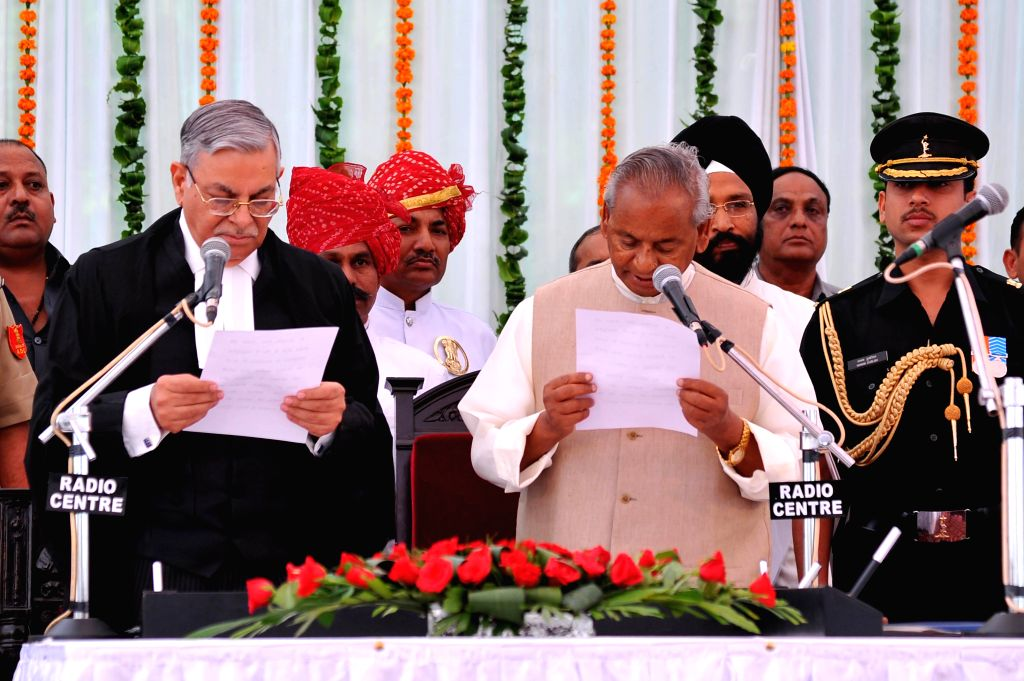 Chief Justice of Rajasthan High Court Sunil Ambwani administers oath of office to newly appointed Governor of Rajasthan Kalyan Singh at Raj Bhawan in Jaipur on Sept 4, 2014. - Rajasthan Kalyan Singh
