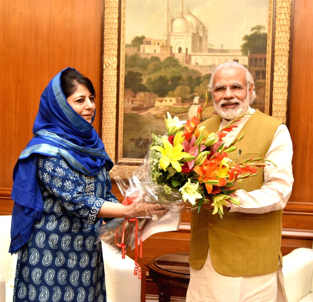 Chief Minister of Jammu and Kashmir Mehbooba Mufti calls on Prime Minister Narendra Modi in New Delhi on April 13, 2016. - Narendra Modi and Mehbooba Mufti