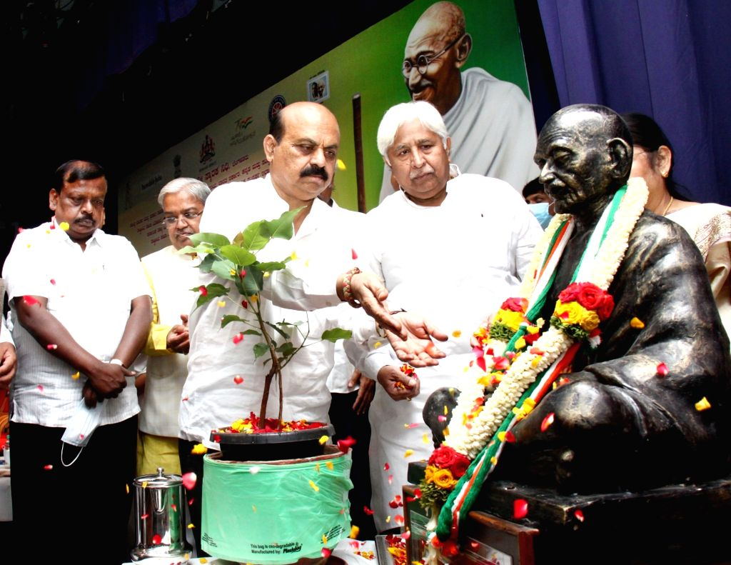 Chief Minister of Karnataka Basavaraj Bommai with Minister Govind M Karjola, MLA HK Patil and others paid floral tribute to Mahatma Gandhi statue on the occasion of Gandhi Jayanthi at ... - Govind M Karjola and Dhananjay Yadav