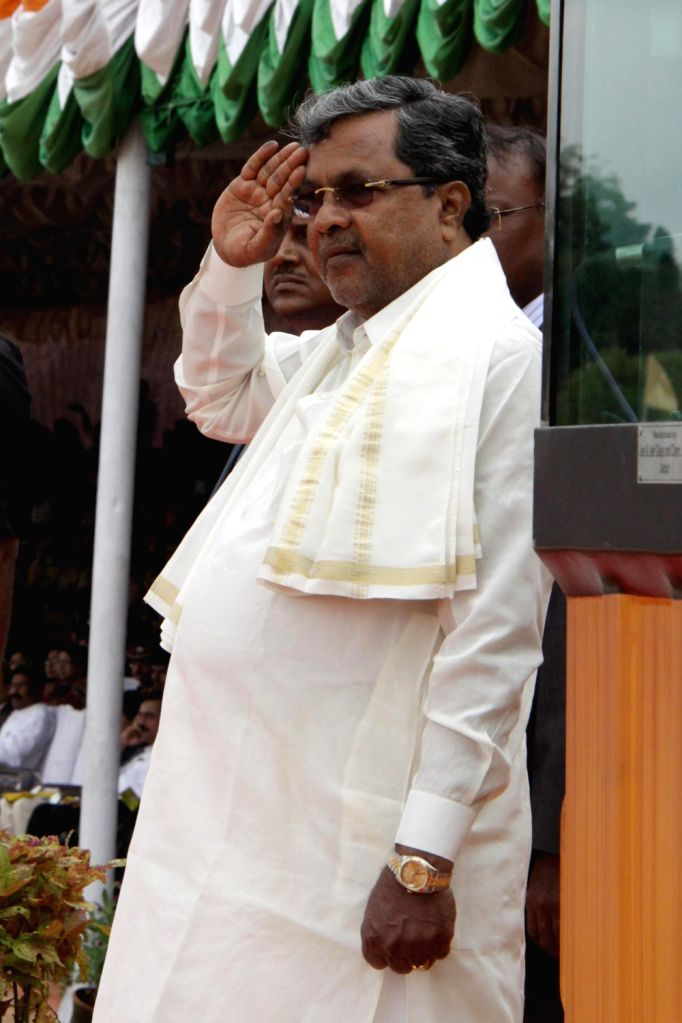 Chief Minister Siddaramaiah takes salute during Independence Day Pared at Manekshaw Parade Ground, in Bangalore on Thursday 15th August 2013. (Photo::: IANS) - Siddaramaiah
