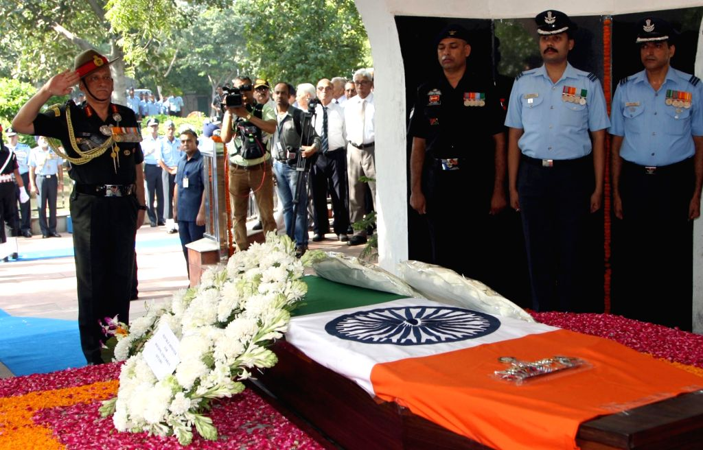 Chief of Army Staff, General Bipin Rawat pays homage to Marshal of the Indian Air Force (IAF) Arjan Singh, at Brar Square crematorium in New Delhi on Sept18, 2017. - Arjan Singh
