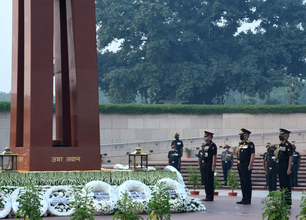 Chief of Defence Staff General Bipin Rawat, Chief of the Army Staff General Manoj Mukund Naravane and Vice Chief of the Army Staff Satinder Kumar Saini pay tributes at the National War ...