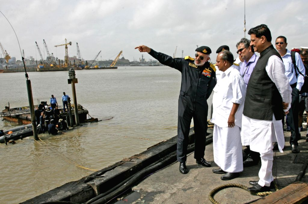 Chief of Naval Staff Admiral D. K. Joshi briefing Defence Minister A.K. Antony about the sinking of INS Sindhurakshak submarine following an explosion in Mumbai Wednesday. Maharashtra Chief ...