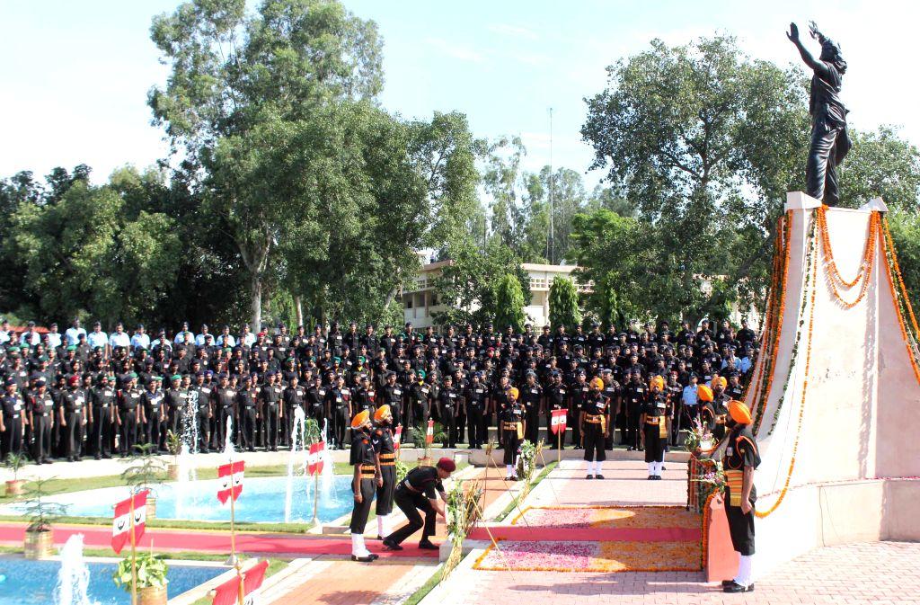 Chief of Staff Vajra Corps Maj-Gen Deepak Dhanda lays wreath  at the Vajra War Memorial on Kargil Vijay Diwas in Jalandhar, on July 26, 2015.