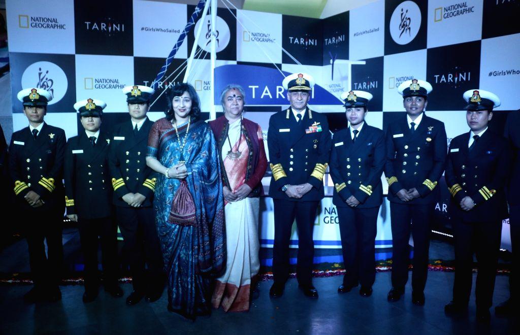 Chief of the Naval Staff, Admiral Sunil Lanba with Lieutenant Commander Vartika Joshi, Lt-Commander Pratibha Jamwal, Lt-Commander Swati P, Lieutenant Aishwarya Boddapati, Lieutenant S ... - Commander Vartika Joshi and Payal Gupta