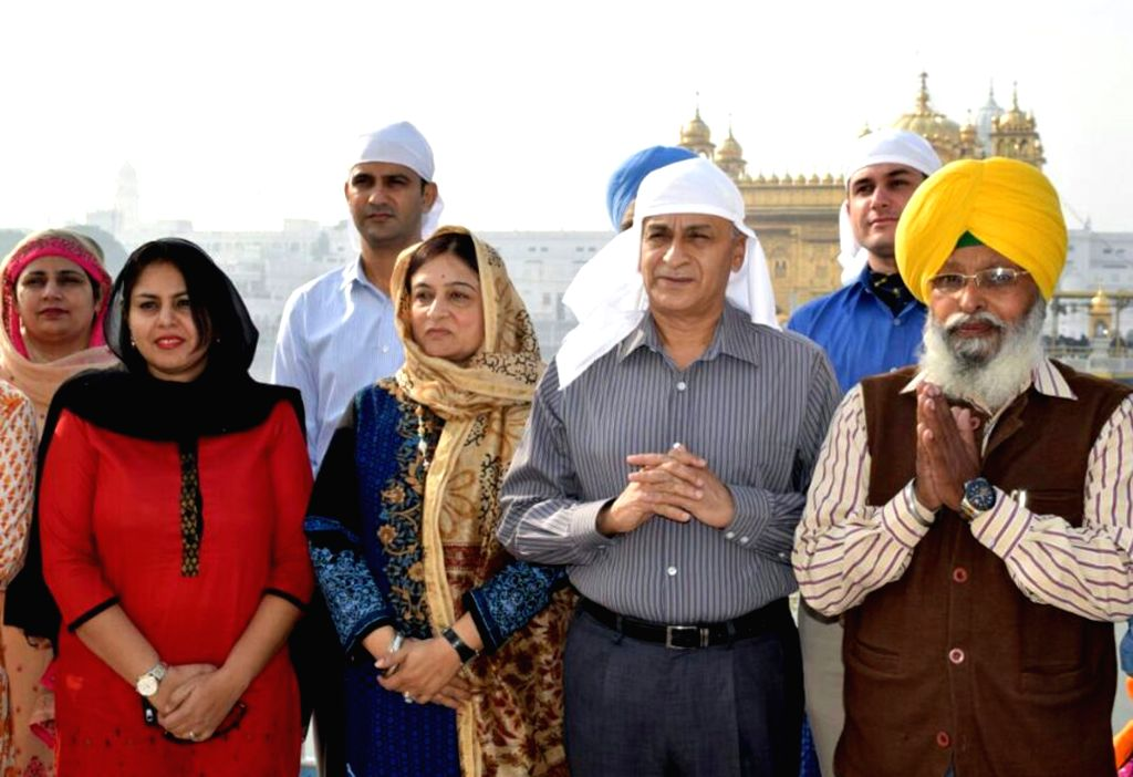 Chief of the Naval Staff Sunil Lanba with his Reena Lanba pay obeisance at the Golden temple in Amritsar on Nov. 14, 2016.