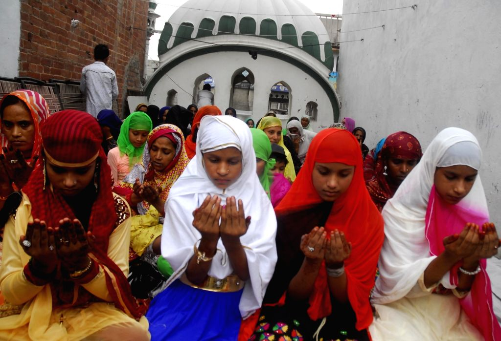 Children  offer namaz on Eid al-Fitr at Jama Masjid Khairuddin mosque in Amritsar on July 7, 2016.