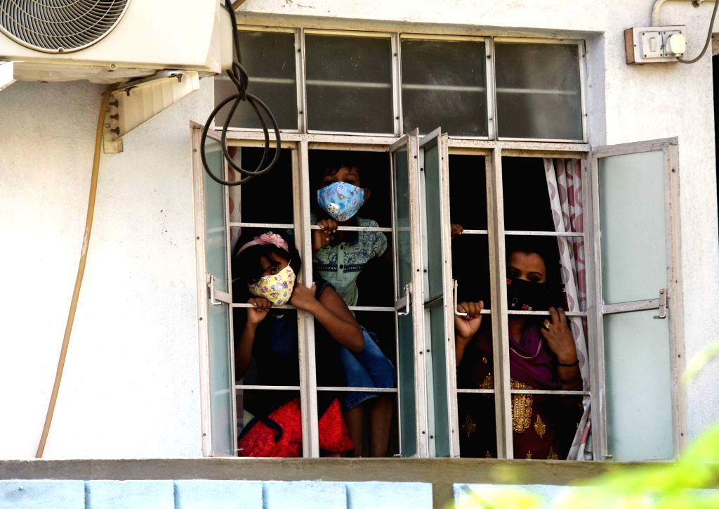 Children stay indoors as they follow the 21-day nationwide lockdown imposed to contain the spread of coronavirus, in Patna on Apr 1, 2020.