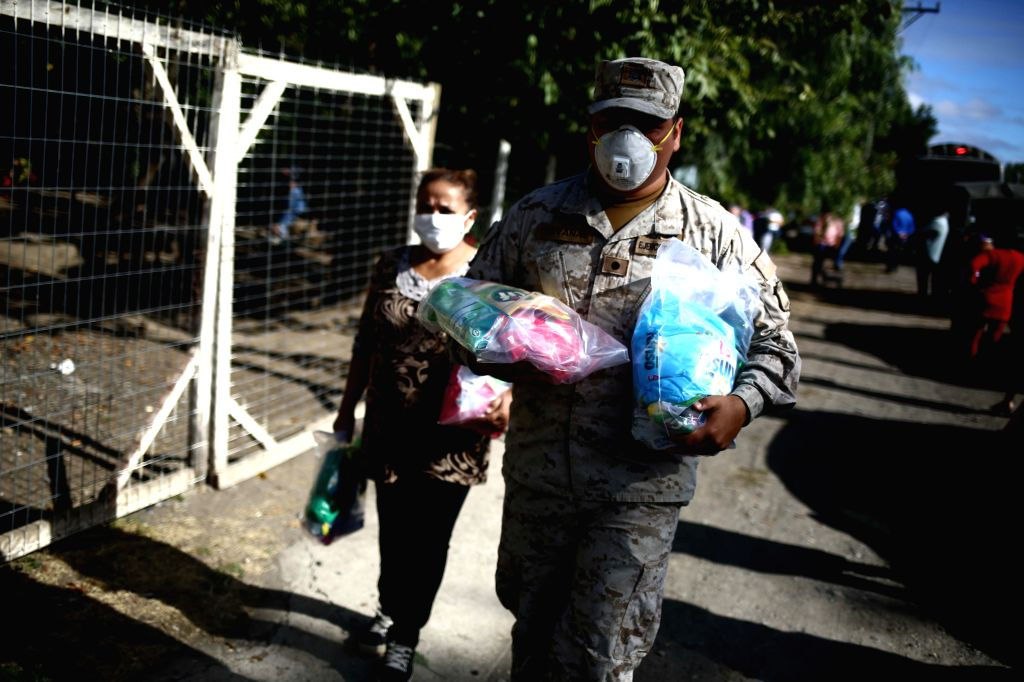 CHILLAN, April 19, 2020 (Xinhua) -- A soldier carries supplies to people at Iraira community in Chillan, Chile, April 18, 2020. The Chilean Ministry of Health reported on Saturday that 9,730 COVID-19 cases were confirmed, with 126 deaths. (Xinhua/IAN