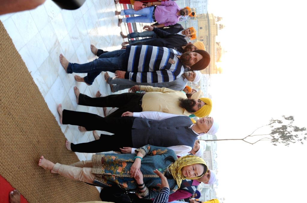 Chinese Ambassador to India Sun Weidong pays obeisance at the Golden Temple on the 550th birth anniversary of Guru Nanak Dev, in Amritsar on Nov 12, 2019. - Nanak Dev