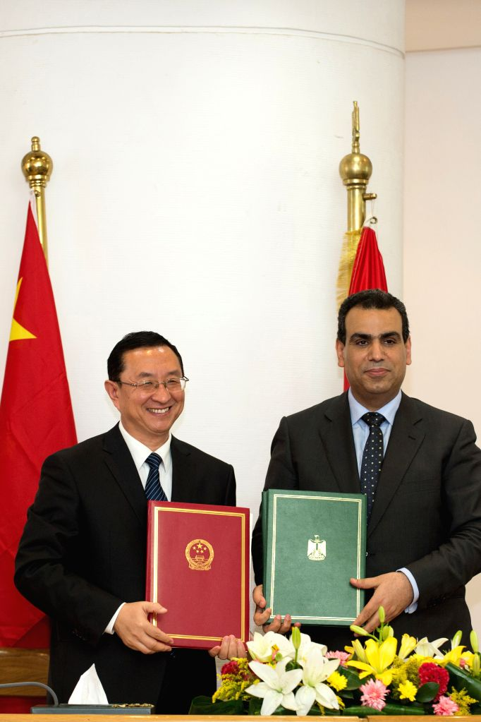 Chinese Culture Minister Luo Shugang (L) and his Egyptian counterpart Abdel-Wahed el-Nabawy pose for photograph after signing an agreement of the action plan for ... - Luo Shugang