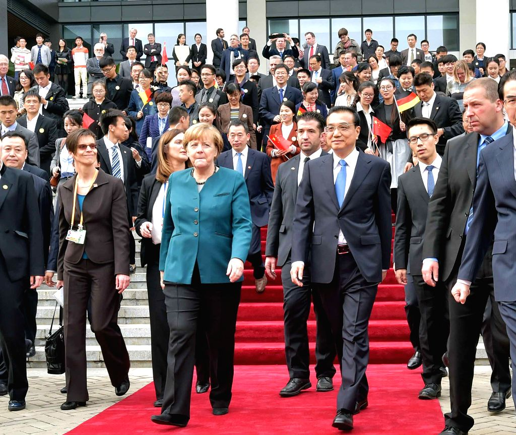 Chinese Premier Li Keqiang and German Chancellor Angela Merkel visit Hefei University in Hefei, capital of east China's Anhui Province, Oct. 30, 2015.   (Xinhua/Li ...