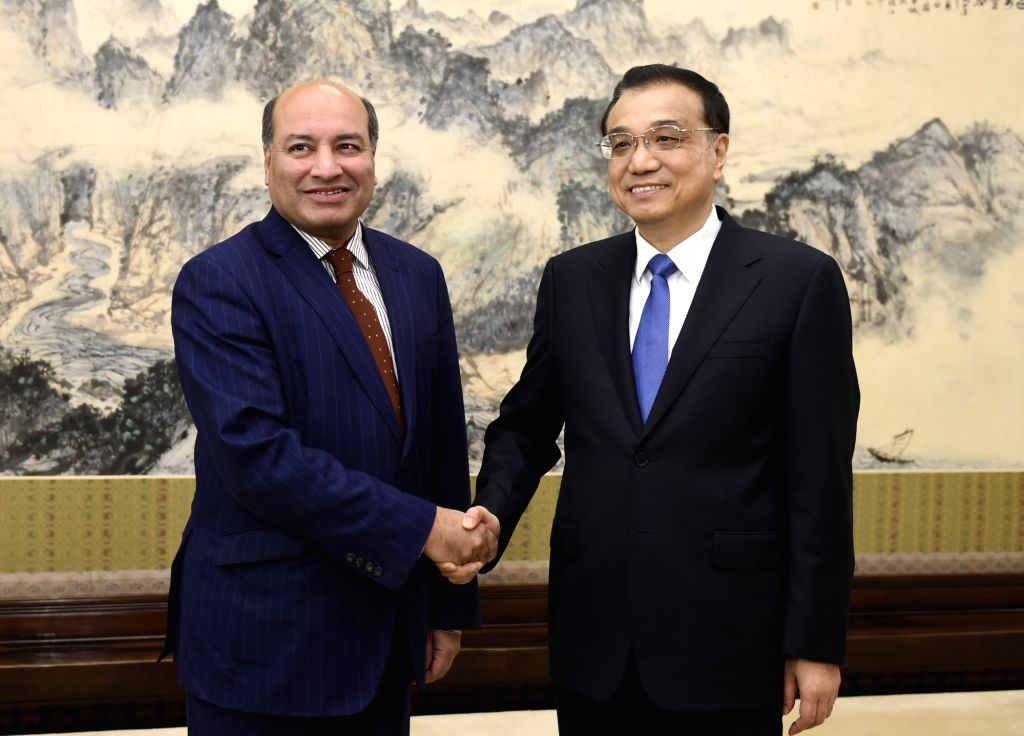 Chinese Premier Li Keqiang (R) meets with Suma Chakrabarti, president of the European Bank for Reconstruction and Development (EBRD), in Beijing, capital of China, ...