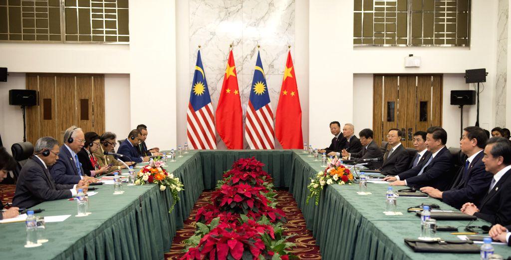 Chinese President Xi Jinping meets with Malaysian Prime Minister Najib Razak in Manila, the Philippines, Nov. 17, 2015. (Xinhua/Xie Huanchi) - Najib Razak