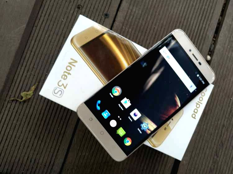 Chinese smartphone manufacturer Coolpad on Wednesday launched two budget devices Mega 3 with three SIM card slots and Note 3S for Rs 6,999 and Rs 9,999 respectively.