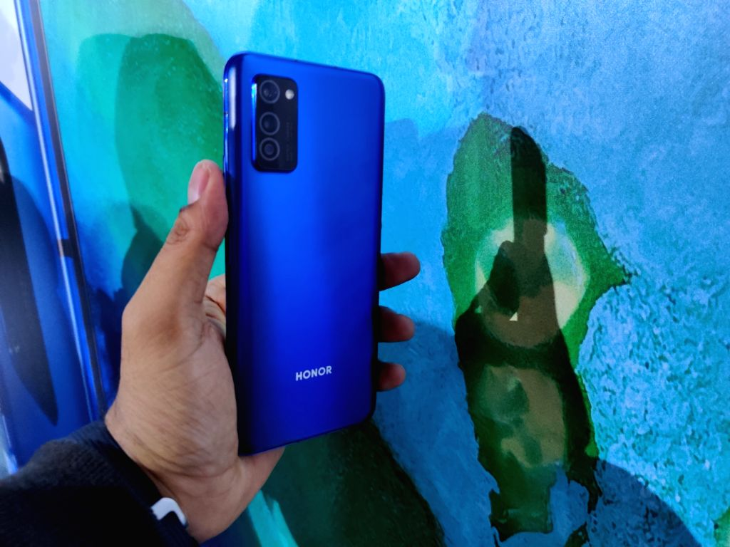 Chinese smartphone manufacturer HONOR unveiled here on Tuesday the HONOR View30 series - the first dual-mode 5G smartphone line up from the company. The phones will be equipped with 5G/4G dual-mode, which addresses the needs of dual-SIM users in the