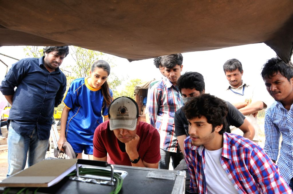 Chiru Godavalu Movie Working stills
