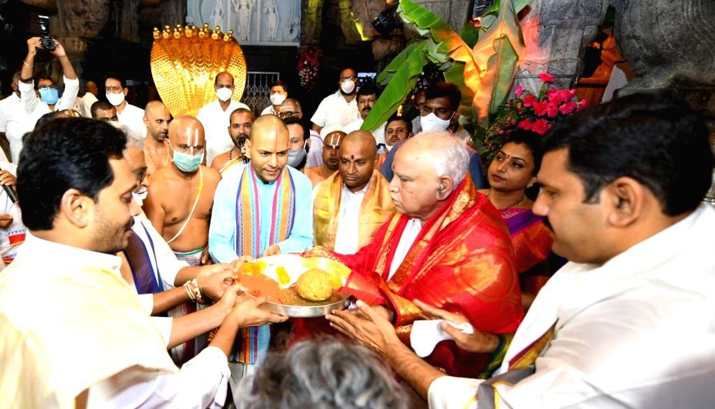 Chittoor: Andhra Pradesh Chief Minister YS Jaganmohan Reddy and his Karnataka counterpart BS Yediyurappa visited Lord Balaji temple in Tirumala at Tirupati in Chittoor district of the state for darshan, on Sep 24, 2020. Tirumala Tirupati Devasthanams - Jaganmohan Reddy