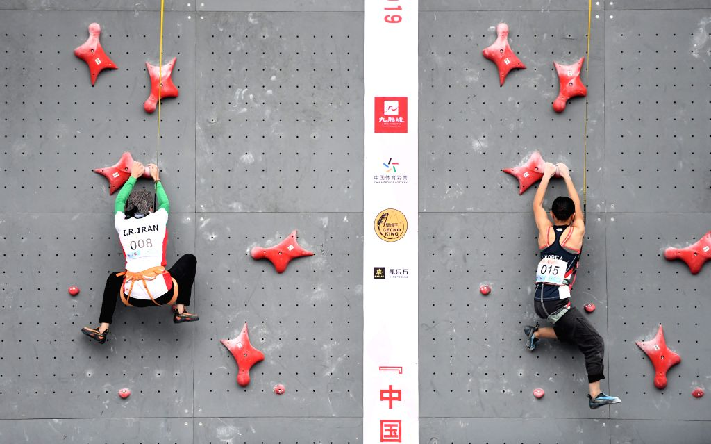 CHONGQING, Nov. 16, 2019 - Iran's Mahya Darabian (L) and South Korea's Choi Nawoo compete during the female youth A combined speed overall final at the 2019 Asian Combined Youth Championships in ...