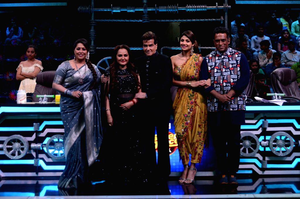 Choreographer Geeta Kapoor, director Anurag Basu with actors Jeetendra, Jaya Prada and Shilpa Shetty on the set of Super Dancer 3 in Mumbai, on Feb 18, 2019. - Anurag Basu, Jeetendra, Jaya Prada, Shilpa Shetty and Geeta Kapoor