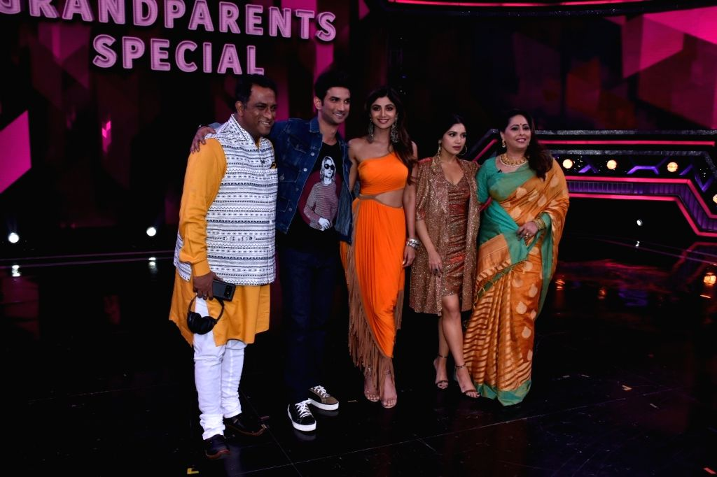 Choreographer Geeta Kapoor, director Anurag Basu with actors Sushant Singh Rajput, Bhumi Pednekar and Shilpa Shetty on the set of Super Dancer 3 in Mumbai, on Feb 25, 2019. - Anurag Basu, Sushant Singh Rajput, Bhumi Pednekar, Shilpa Shetty and Geeta Kapoor