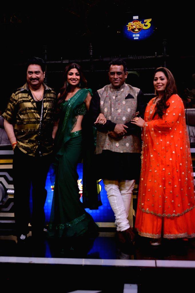 "Choreographer Geeta Kapoor, director Anurag Basu, actor Shilpa Shetty and singer Kumar Sanu on the sets of dance reality show ""Super Dancer 3"" in Mumbai, on April 30, 2019. - Anurag Basu, Shilpa Shetty and Geeta Kapoor"