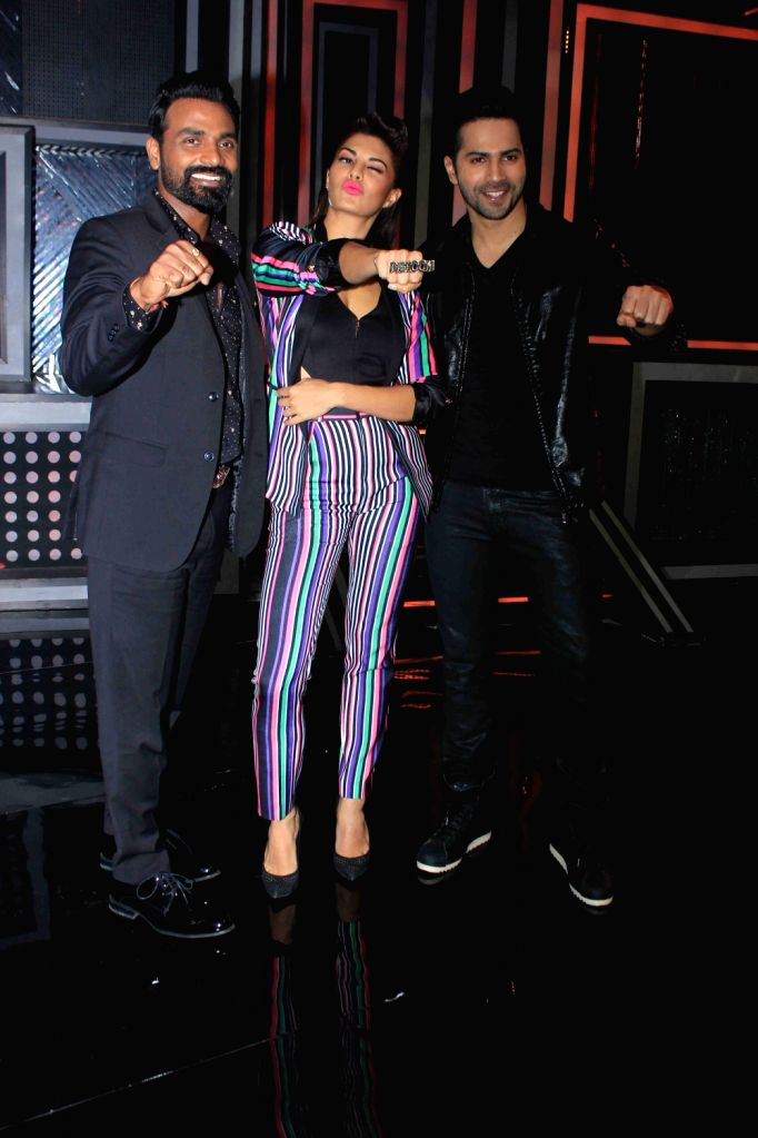 Choreographer Remo D'Souza and actors Jacqueline Fernandez, Varun Dhawan on the sets of Star Plus dance reality show Dance + (Dance Plus) season 2, to promote upcoming film Dishoom in Mumbai ... - Jacqueline Fernandez and Varun Dhawan