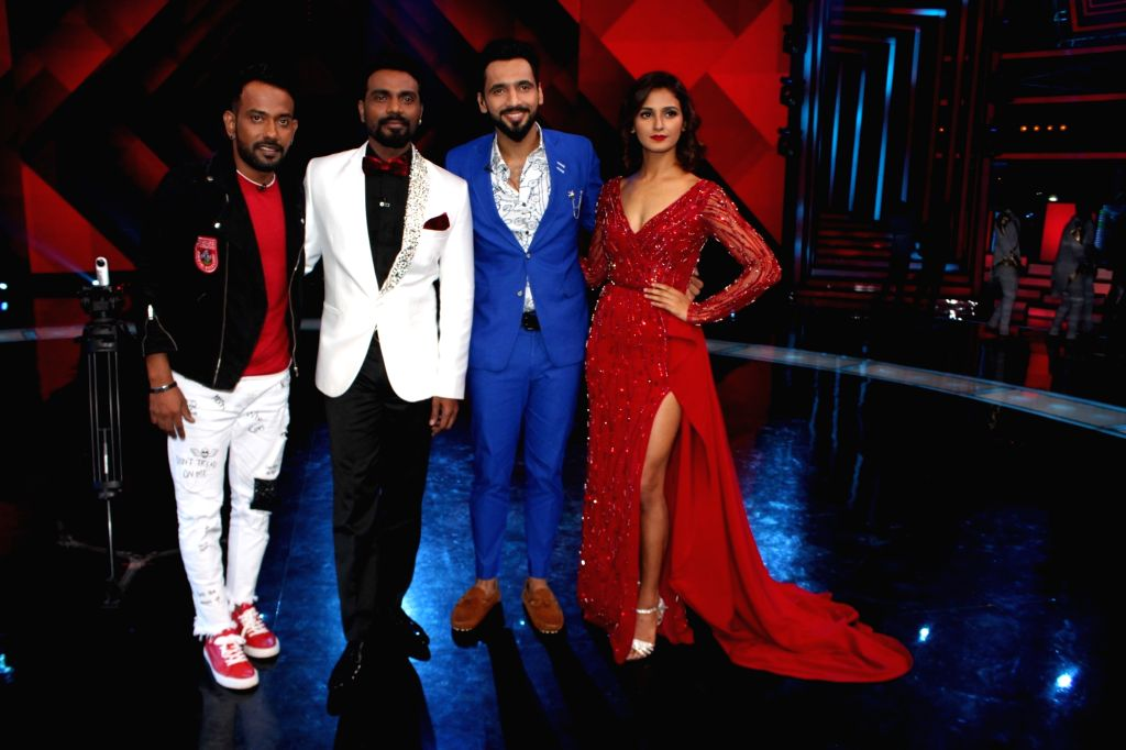 """Choreographers and judges Remo D'souza (2L), Shakti Mohan (4R), Dharmesh Yelande (1L) and Punit Pathak (2R) on the sets of television show """"Dance Plus Season 3""""  in Mumbai on July ... - Punit Pathak"""