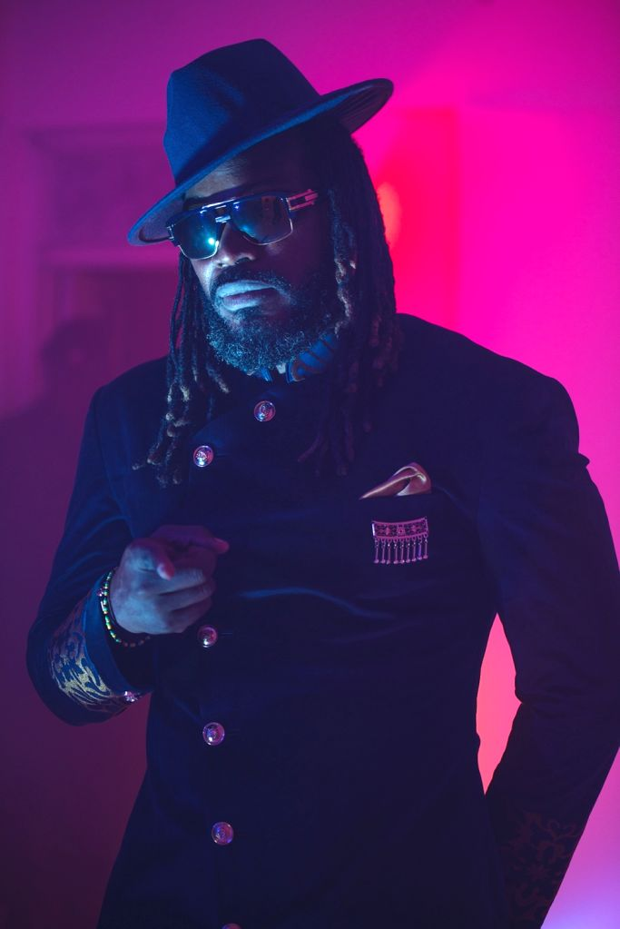 Chris Gayle adds Jamaican flavour in new music video, 'Groove'.